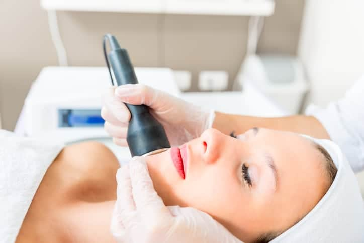 Cavitation treatment on the preaty womans face