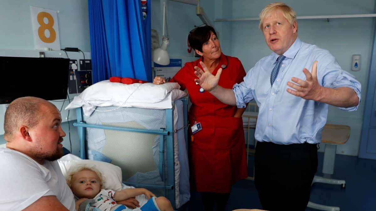 Boris Johnson visits a hospital to talk about vaccines