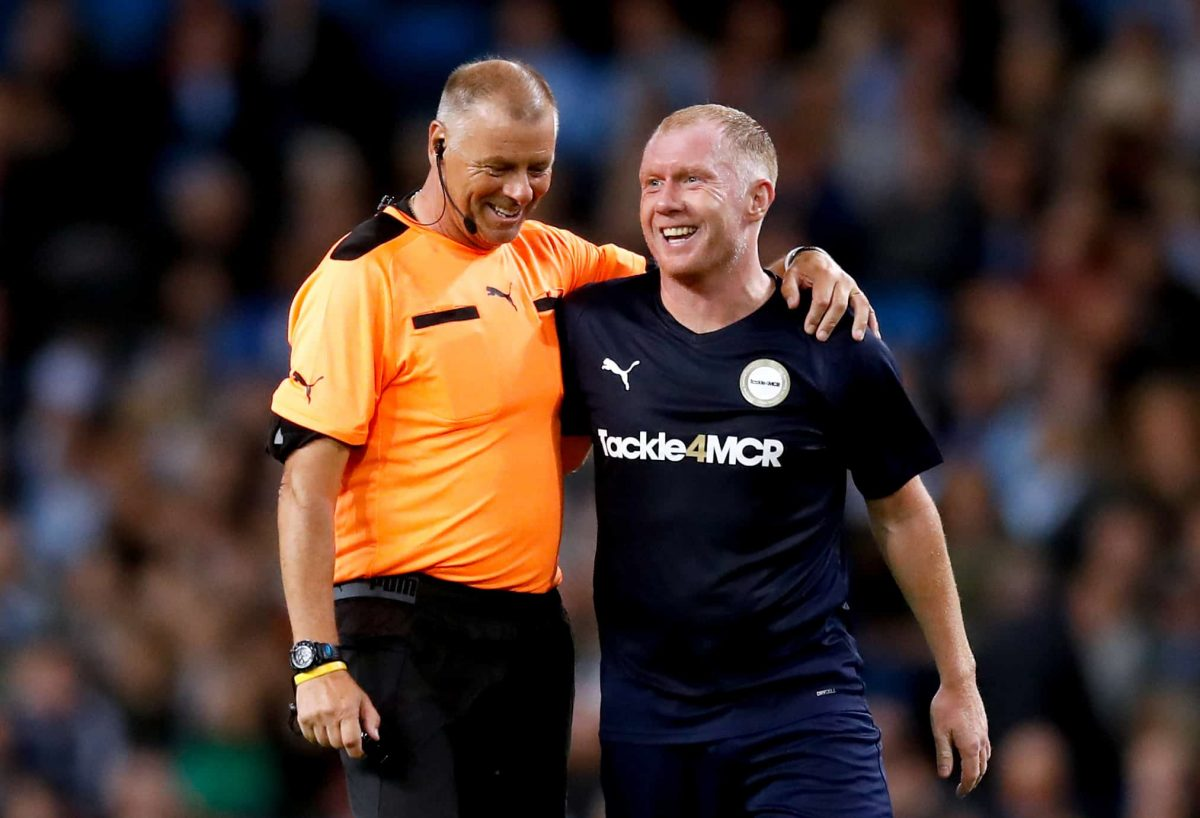 Referee Mark Halsey (left) with Premier League All Stars XI's Paul Scholes during the Vincent Kompany Testimonial at the Etihad Stadium, Manchester.
