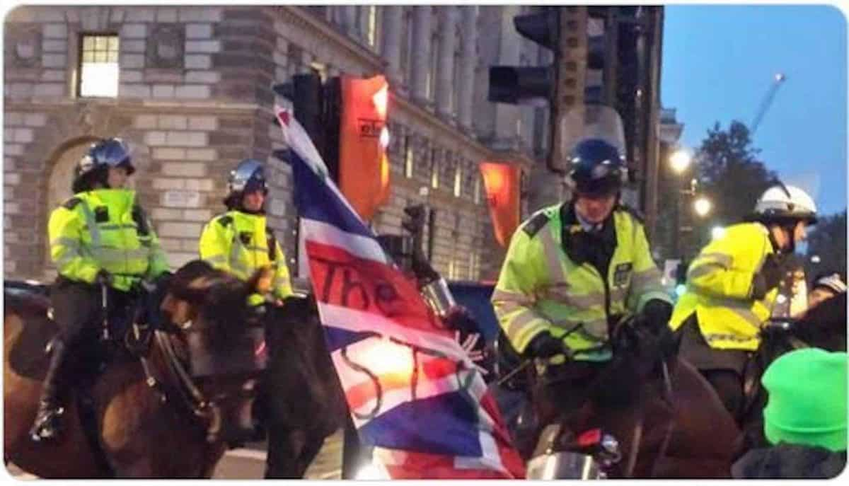Mounted police in Parliament Square (Chris Hobbs)