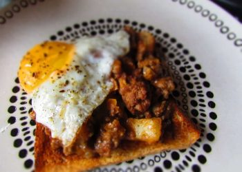 How to make: Mince on toast.