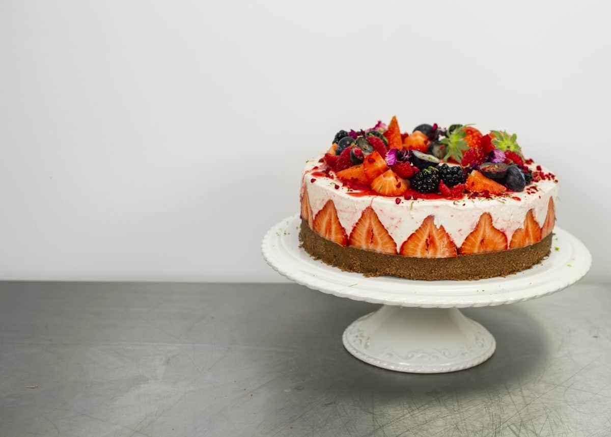 No-bake strawberry cheesecake recipe Pleesecakes Strawberry Edge Ledge 2