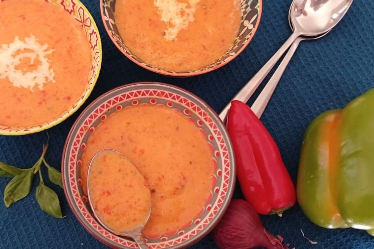 Fragrant Green and Red Pepper Soup