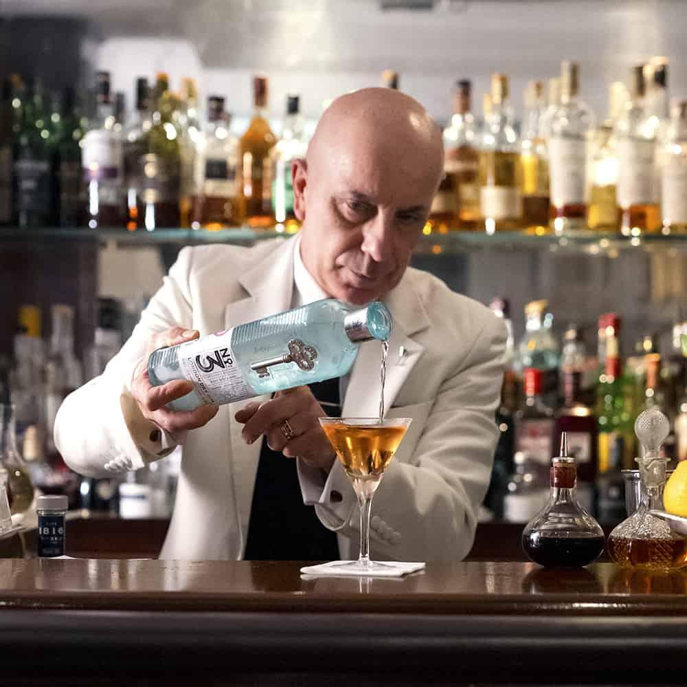 DUKES martini recipe Alessandro Vesper Martini Dukes Pouring how to make the perfect martini