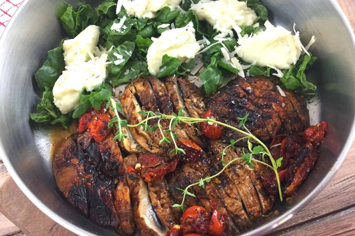 Mushrooms Steaks with Spinach and Mashed Cauliflower