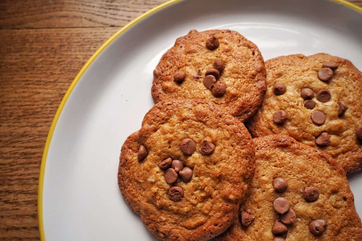 Salted peanut butter chocolate chip cookies recipe | Photo: Jonathan Hatchman