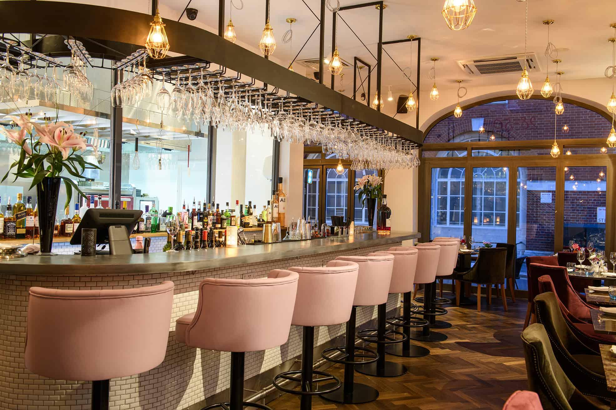 28°-50° South Kensington bar