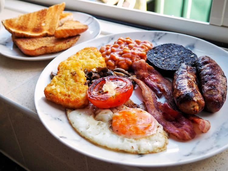 How to make the perfect full English breakfast recipe fry up | Photo: Jonathan Hatchman