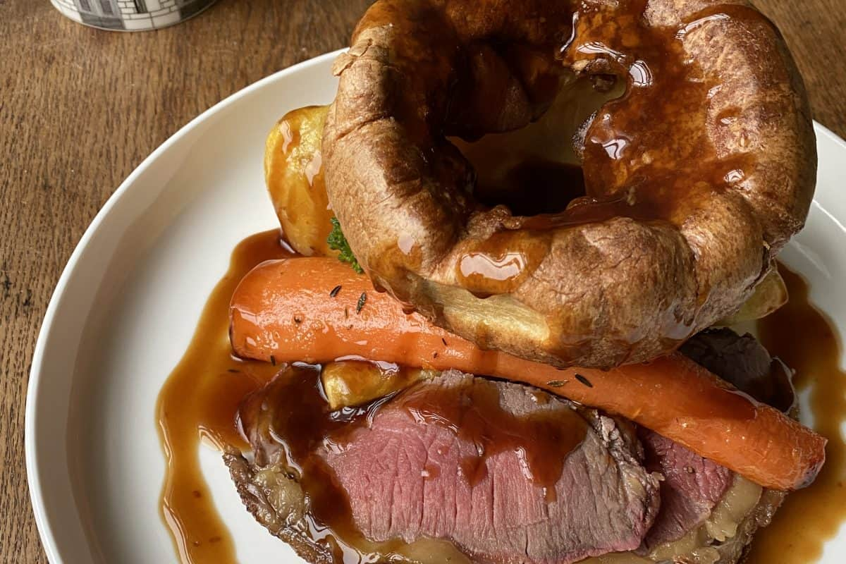 Roast beef Yorkshire puddings Jonathan Hatchman cropped